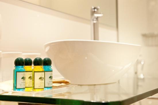Hotel Ronda Figueres: Baño
