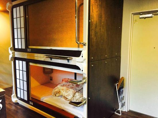 Capsule Ryokan Kyoto : Capsule bed