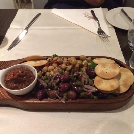 Menqa L'Antika: Maltese platter on the house!