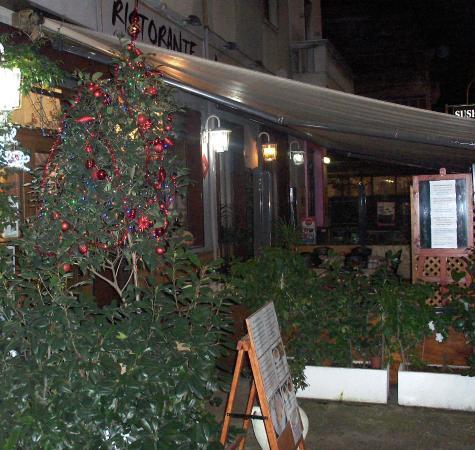 Tavoli all 39 aperto foto di ristorante la taverna roma - Ristorante con tavoli all aperto roma ...