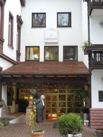 Hotel-Restaurant Barbarossahof: Hotel Entrance
