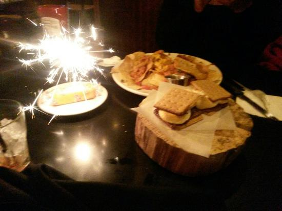 Tomfooleries Restaurant & Bar: Nachos, smores, and a bday twinky for my friend!