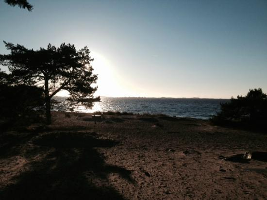 The Sandhamn Yacht Hotel: Sandhamn beach