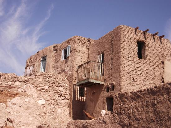 Qurna Village: View of deserted house with wonderful wooden balcony
