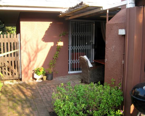 Brown Jug Guest House : front door, with security screen