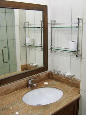 Queen Victoria Inn: sink