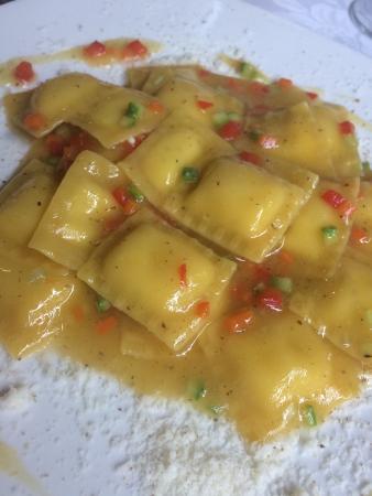 Caffetteria San Colombano: La sfoglia ripiena cacio e pepe con brunoise di verdure! Sublimi!