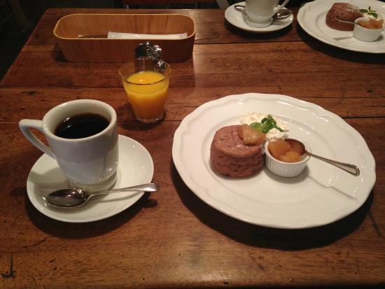 Sarasvati : コーヒーと甘さが控えめなコンポートと温かいスコーンが良く合ってました。