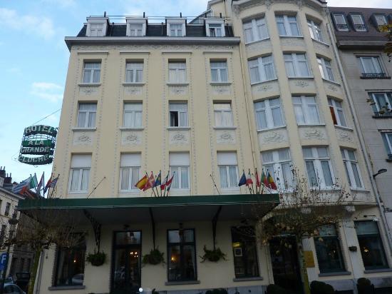 Hotel a la Grande Cloche: Entrée principale de l'hotel