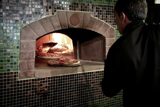Rock Garden Cafe Bar: Wood burning stone oven