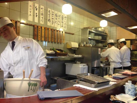 Shinjuku Tsunahachi Sohonten: Chefs pay special attention to detail