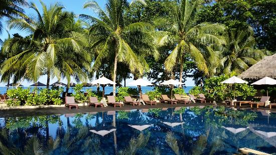 Khaolak Paradise Resort: Pool direkt am Strand
