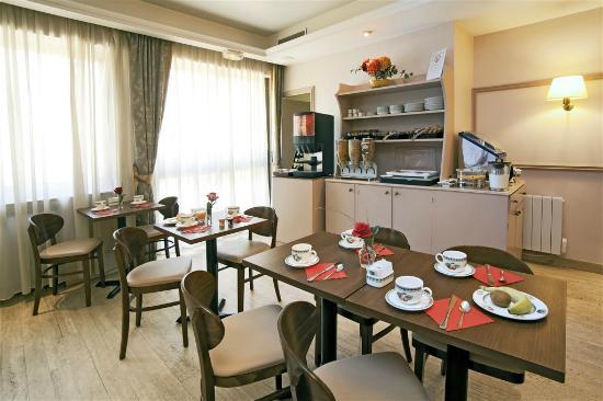Qualys-Hotel Rueil La Défense : Salle de petit-déjeuner