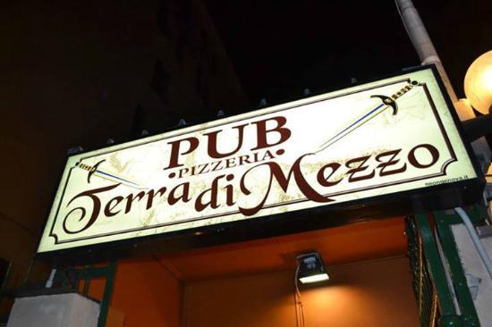 Pub Pizzeria Terra Di Mezzo