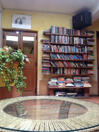 California Cafe: Reading corner