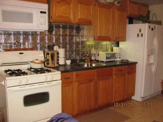 Concord, MI: Miss Reb Kitchen