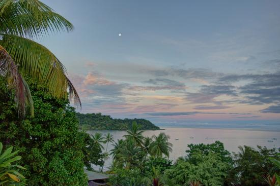 Hotel Rancho Corcovado: View of the sunrise from right outside the door of room 7