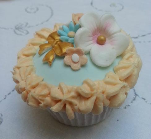 Cupcakes Azul Flores Picture Of Sucre Chic Sineu Tripadvisor