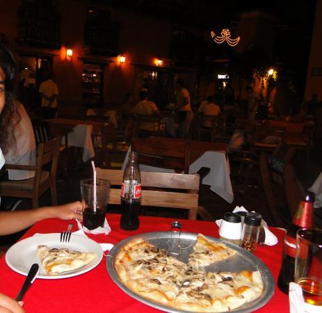 Plaza Santo de Domingo: Pizza na Plaza de Santo Domingo
