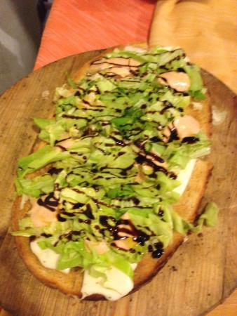Hosteria Pizzeria La Pennata: Bruschettone con salsa rosa e gamberetti