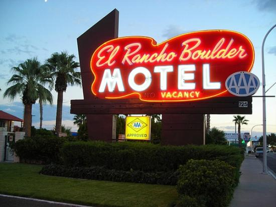 El Rancho Boulder Motel : Sign