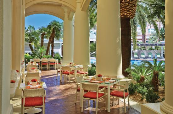 Four Seasons Hotel Las Vegas: Veranda Patio