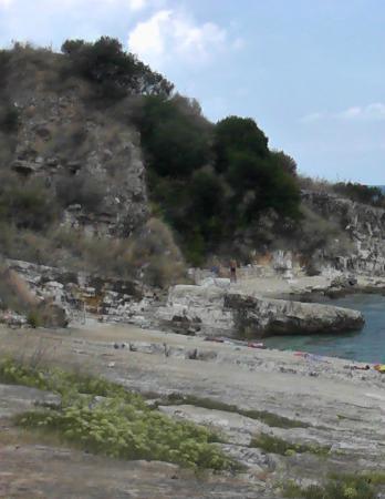 Kanoni Beach