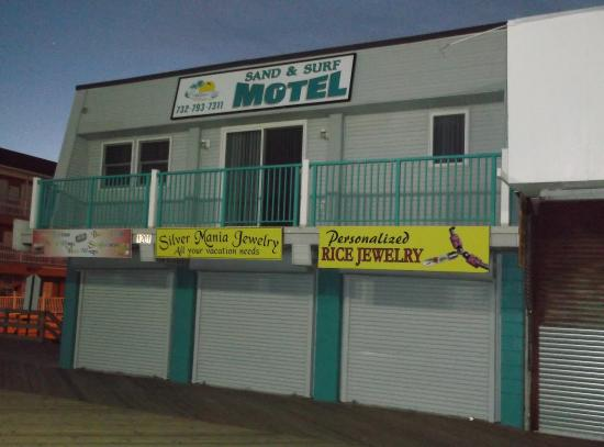 Sand & Surf Motel: Just passing nearby