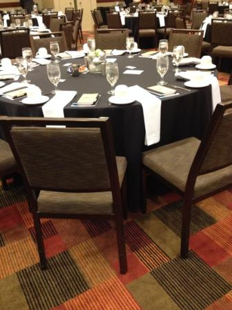 Westin Virginia Beach Town Center : Place settings in ballroom for special event