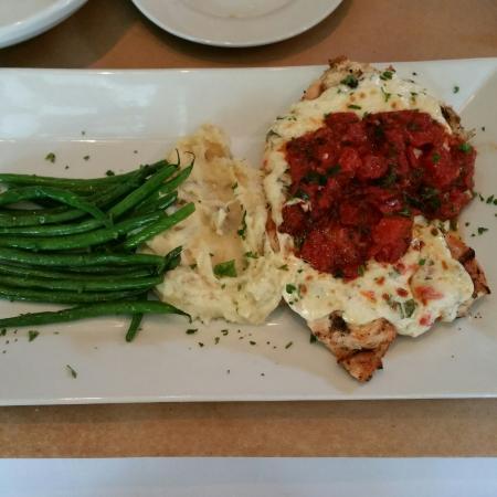 Truffles Cafe Bluffton: Chicken parmesan dinner: Delicious!