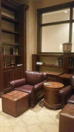 Embassy Suites by Hilton La Quinta Hotel & Spa: Library