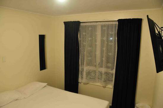 Base Rotorua: Room
