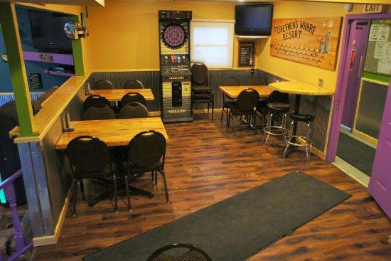 Toucan's at the Wharf: Smaller dining/game area