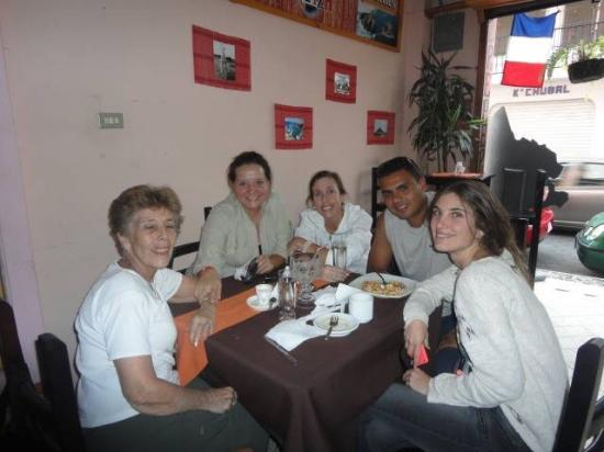 Cafe Crepes Pti' Breizh: Clientes Creperia Cafe Pti' Breizh Panajachel