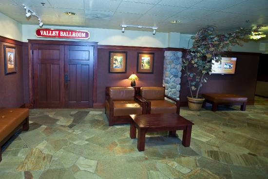 Carson Valley Inn : Hotel Lobby