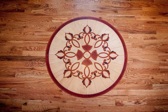 Amber House Bed and Breakfast : Custom inlay on the entryway.