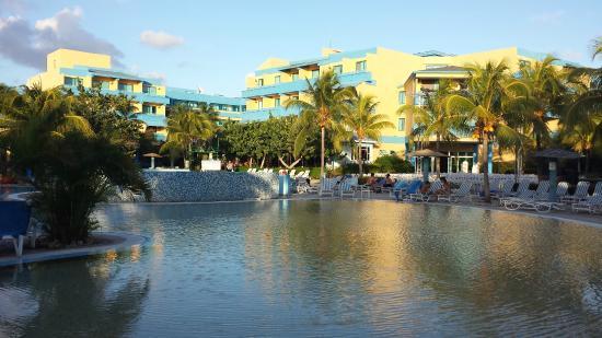 Salle de bain avec douche tr s propre picture of blau for Club piscine mascouche