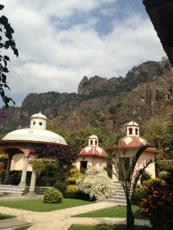 La Buena Vibra Retreat & Spa: Las cúpuas son las cabinas de masajes y un jacuzz la cúpula mas grande!!