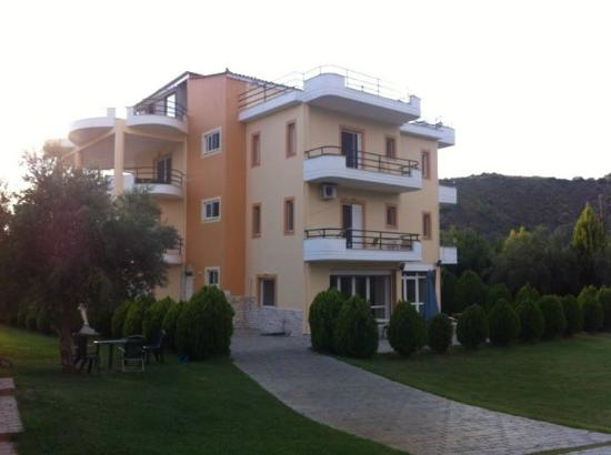 Anilio Plaza Apartments & Studios
