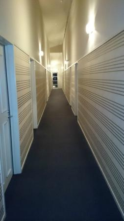Beechtree Motel: Corridor to room