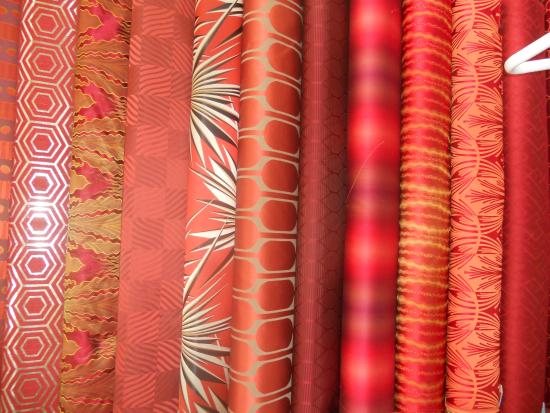 Jim Thompson Factory Soi 93 Outlet : beautiful silk by the yard
