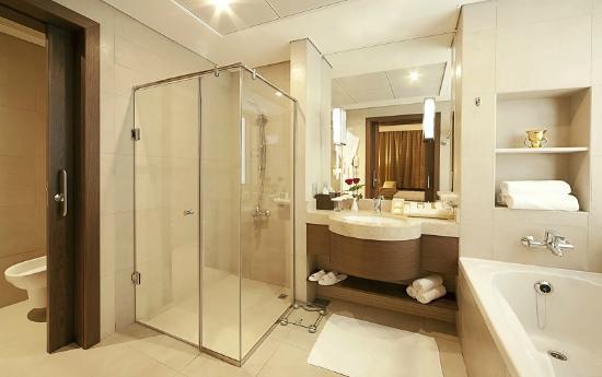 Oaks Liwa Executive Suites - Bathroom