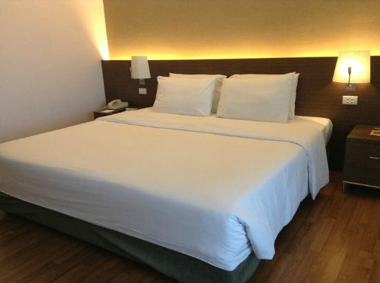 Rama Gardens Hotel Bangkok: เตียงนอนใหญ่
