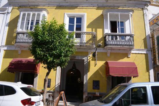 La Casa Amarilla: ENTRADA
