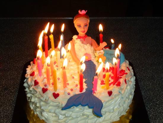 Phuket OldTown Hostel: Celebrate birthday of their handmaid