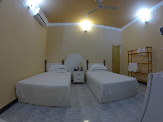 New Point Inn: room