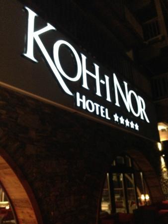 Hotel Koh-I Nor : l'enseigne sur la terrasse