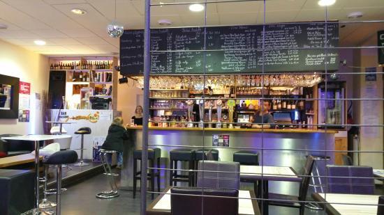 Les Trois Petits Points : Le Bar