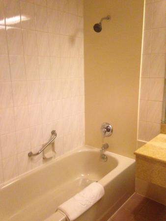 Modern Hotel: Bathroom
