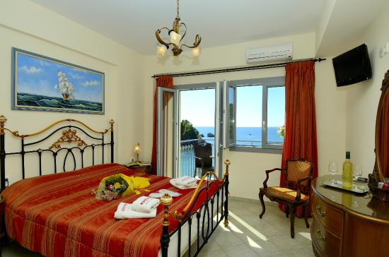 Acrothea Hotel